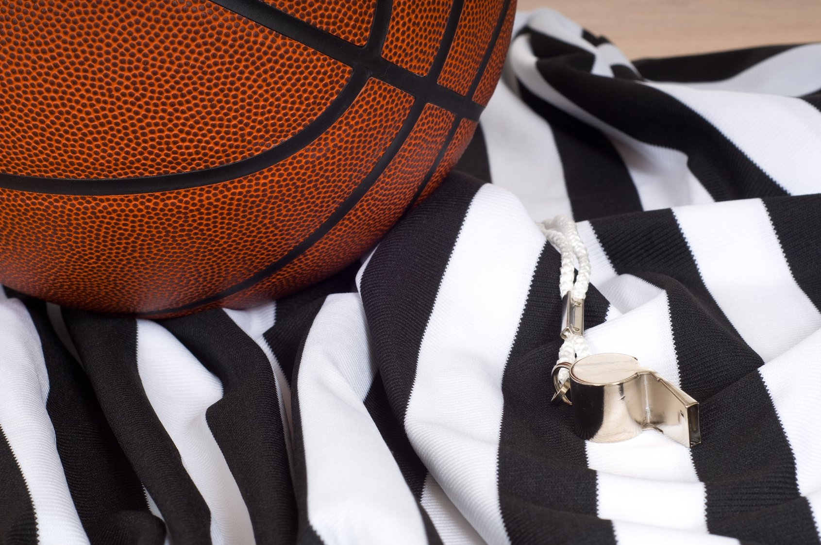 How To Referee A Basketball Game - The Key Points & Rules